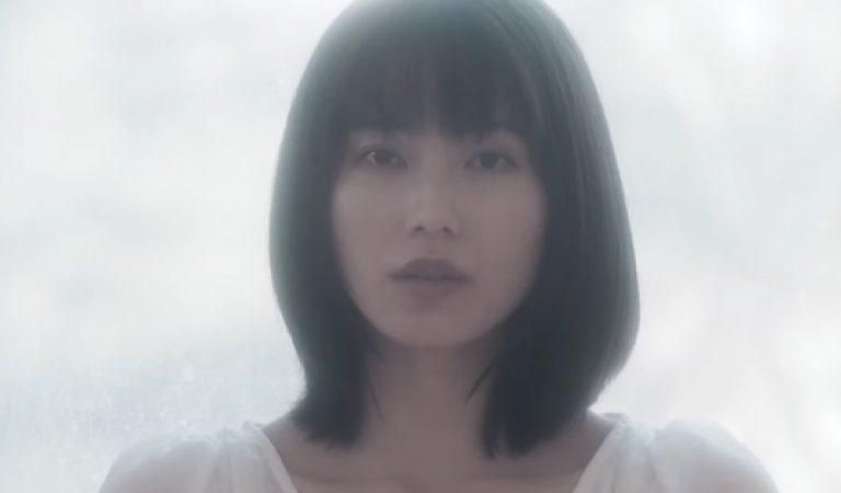 """ชม: MV """"Tsuki to Mizukagami"""" ที่กำกับตนเองของ Yokoyama Yui"""